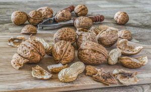Many different types of nuts are foods that help sciatica through their dietary effects
