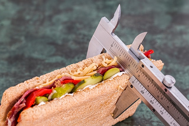 how to lose weight without exercise is explained in this article which helps people with sciatica learn how to lose weight